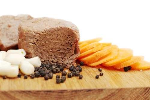 La foto di un piatto di bollito