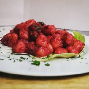 gnocchi barbabietola e olive vegan
