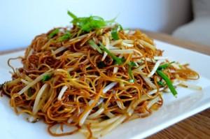 noodles con germogli e verdure